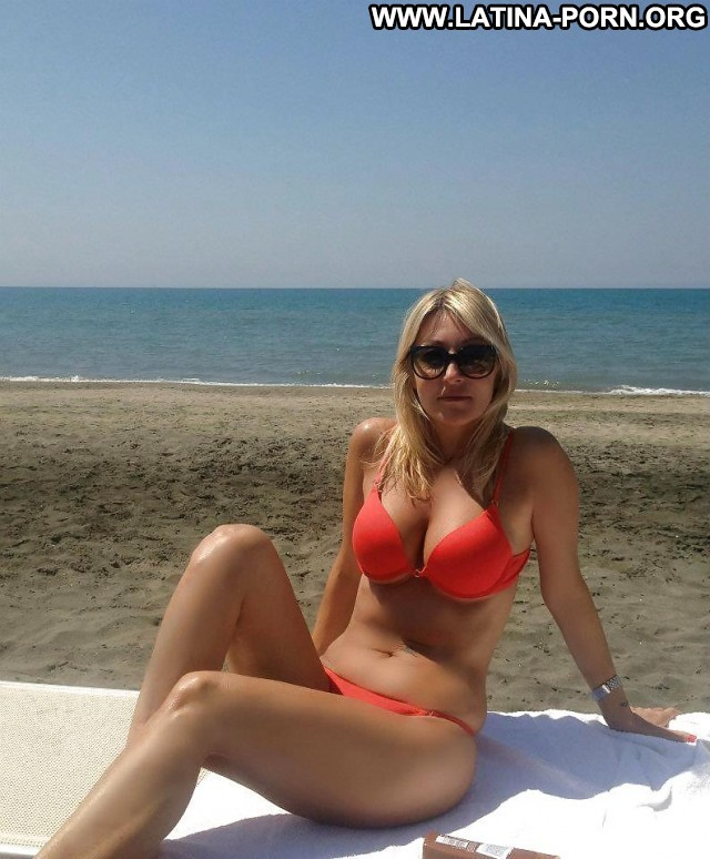 Marget Private Pictures Beach Blonde Milf Latina Hot Italian Oman